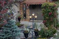 Private Gated Property in Prestigious Neighbourhoo